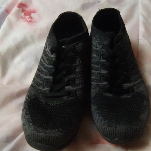 Skechers Shoes   New Size 6 Never Wore